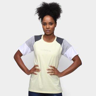 Camiseta Tricats Recortes Bit More Feminina