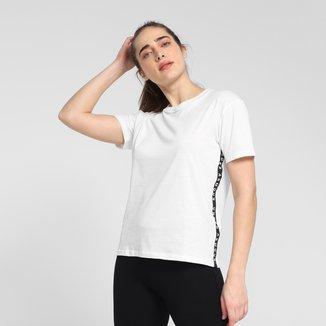 Camiseta Under Armour Tape Crew Feminina