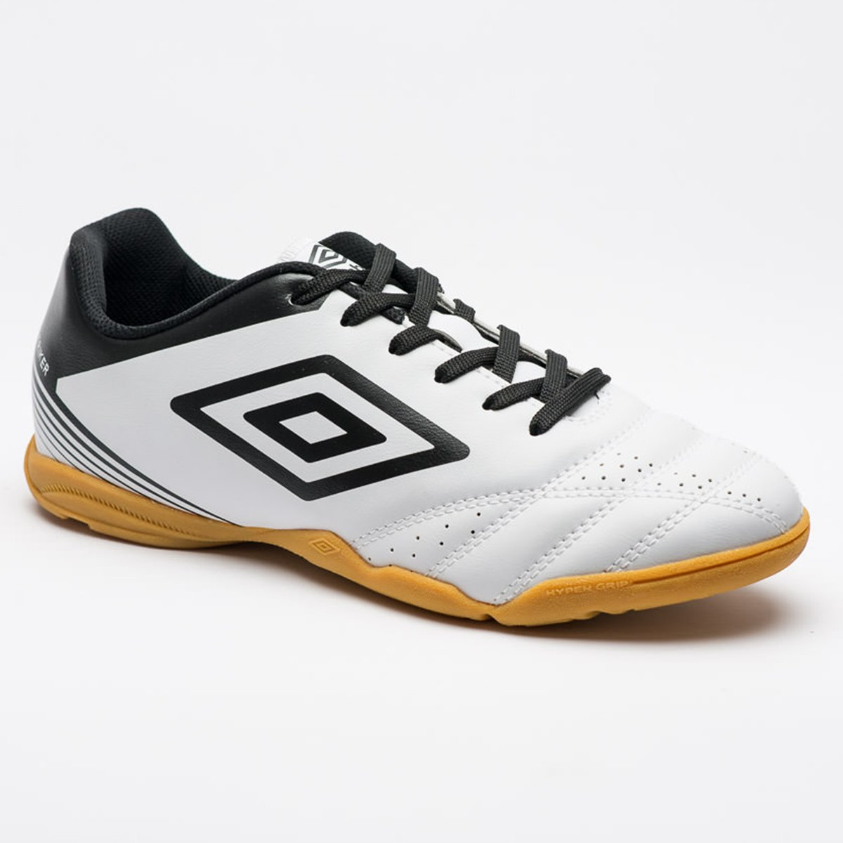 Chuteira Futsal Umbro Striker IV Masculina - Branco e Preto - Compre ... 2465558a448b1