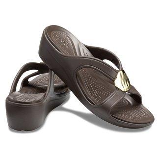 Tamanco Crocs Sanrah Liquid Metallic Wedge